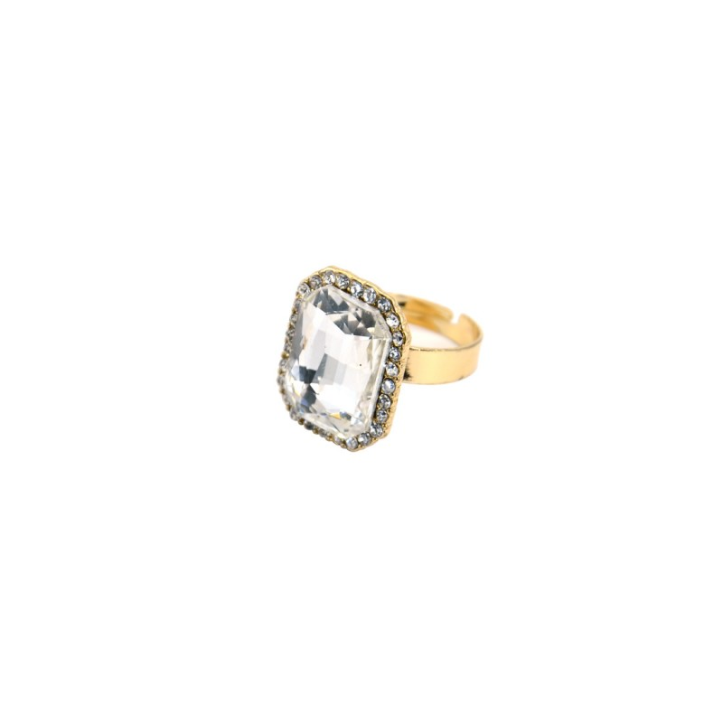 Off White Stone Ring With Princess Cut