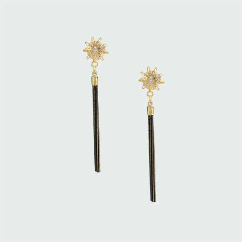 Stylish Earrings Dangled With Chain Tassels