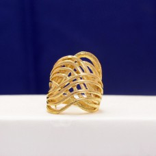 Crossed Ring With Modern Touch In Golden