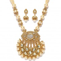 Gold Toned With Off White Studded Kundan Jewellery Set