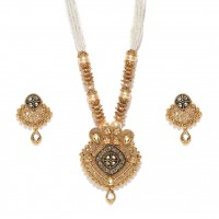 Gold Toned Studded Jewellery Set With Shinny Beaded