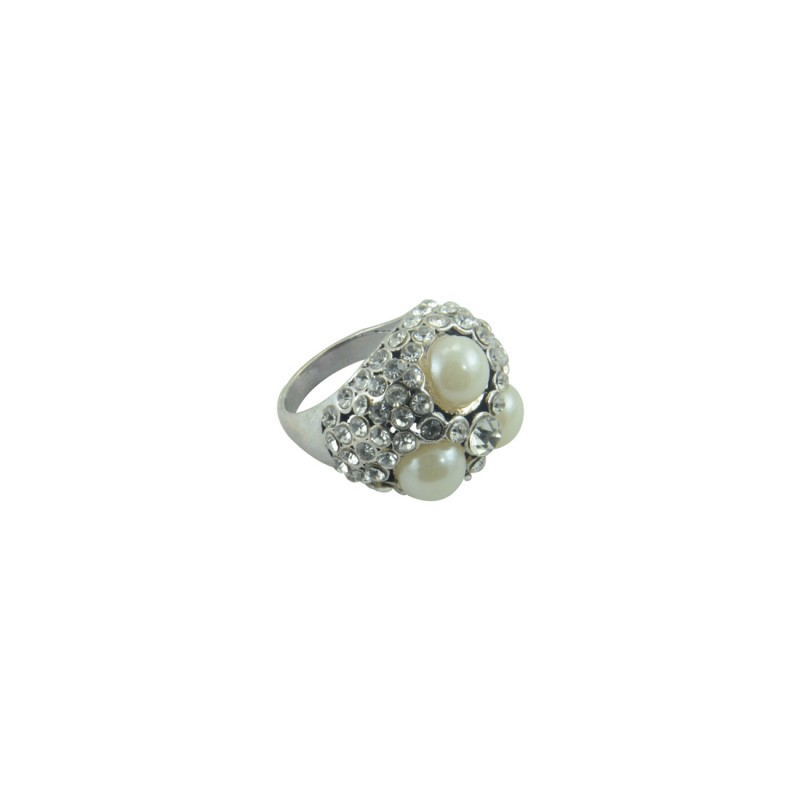 Designer Ring With Multiple Shinny Stones And Pearls